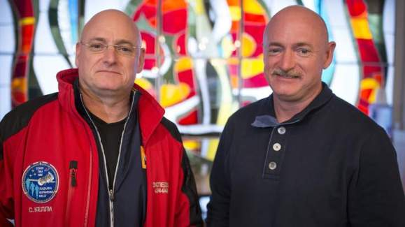 Astronaut Scott Kelly and his identical twin brother Mark before his mission